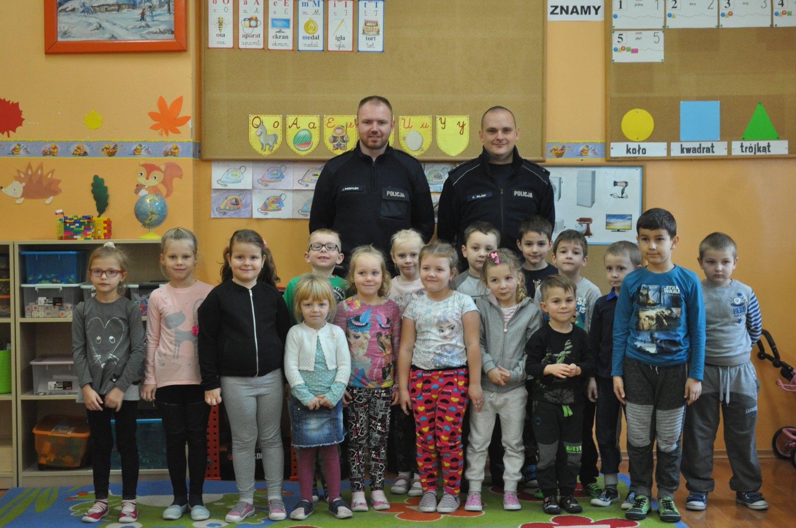 Spotkanie z funkcjonariuszami Policji w  Publicznej Szkole Podstawowej im. Władysława Jagiełły w Jedlni
