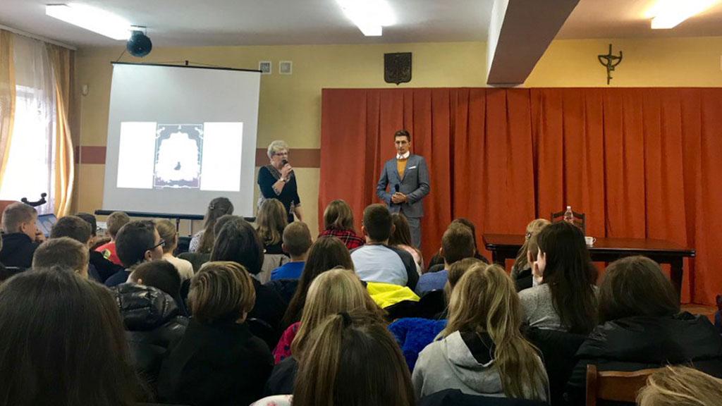 Spotkanie autorskie z Jakubem Skworzem, pisarzem książek dla dzieci i młodzieży.